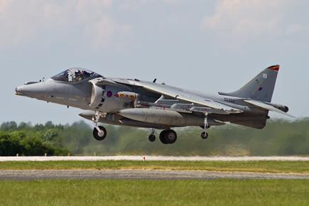 RAF Harrier GR9 ZD352 landing
