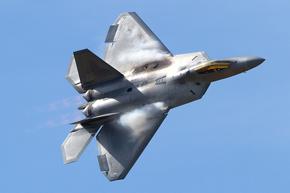 USAF F-22 Raptor 06-4126 landing photo 2