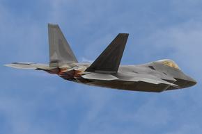 USAF F-22 Raptor 06-4126 landing photo 3