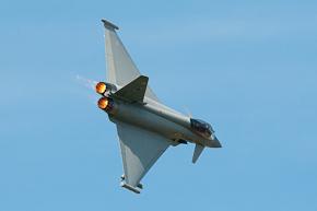 RAF Typhoon FGR4 ZJ923 display photo 02